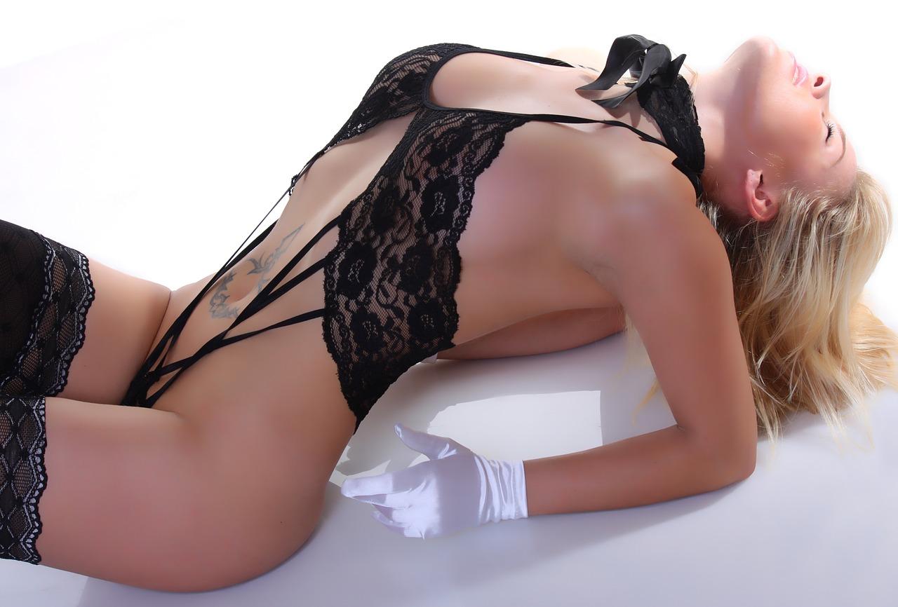 naked beauty girl